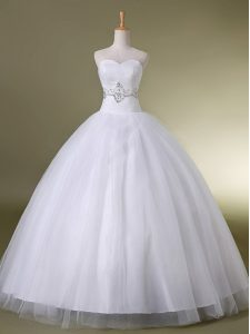 Elegant Sweetheart Sleeveless Tulle Wedding Gowns Beading Lace Up