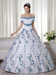 Fantastic White Ball Gowns Off The Shoulder Short Sleeves Organza Floor Length Lace Up Embroidery Quinceanera Gowns