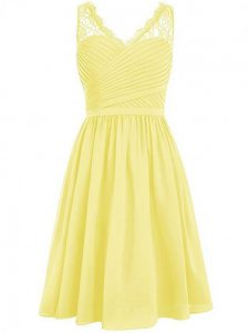 Admirable Yellow Chiffon Side Zipper Bridesmaid Dresses Sleeveless Knee Length Lace and Ruching