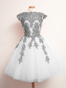 Tulle Scalloped Sleeveless Lace Up Appliques Damas Dress in White