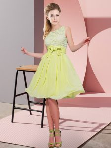 Yellow Green Sleeveless Knee Length Lace and Bowknot Side Zipper Court Dresses for Sweet 16