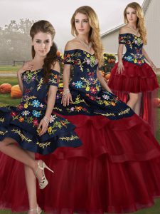 Off The Shoulder Sleeveless Brush Train Lace Up Vestidos de Quinceanera Wine Red Tulle