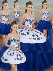 Custom Made Sweetheart Sleeveless Sweet 16 Quinceanera Dress Floor Length Embroidery and Bowknot Royal Blue Tulle