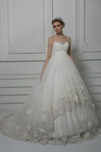 Sleeveless Beading and Lace and Hand Made Flower Lace Up Wedding Dresses with White Court Train
