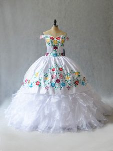 Customized White Ball Gowns Off The Shoulder Sleeveless Organza Floor Length Lace Up Embroidery Quinceanera Gown