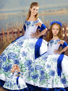 Pretty Floor Length Blue And White Ball Gown Prom Dress Off The Shoulder Sleeveless Lace Up