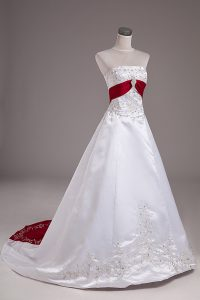Fashion White Strapless Neckline Beading and Embroidery Wedding Dresses Sleeveless Lace Up
