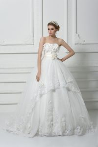 Brush Train Ball Gowns Wedding Dresses White Strapless Tulle Sleeveless Lace Up