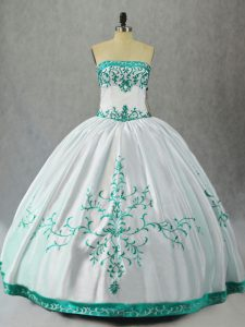 Dramatic Embroidery Vestidos de Quinceanera White Lace Up Sleeveless Floor Length