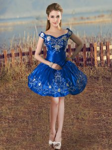 Off The Shoulder Sleeveless Prom Gown Knee Length Embroidery Royal Blue Taffeta