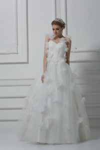 Tulle V-neck Sleeveless Lace Up Hand Made Flower Wedding Dress in White