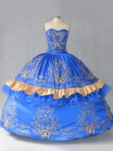 Sleeveless Embroidery and Bowknot Lace Up Sweet 16 Quinceanera Dress