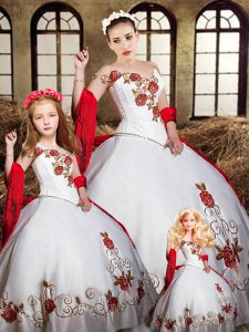 Custom Design White And Red Ball Gowns Beading and Embroidery Quinceanera Gowns Lace Up Satin Sleeveless Floor Length
