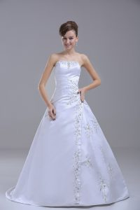 Glittering Lace Up Wedding Gown White for Wedding Party with Beading Brush Train