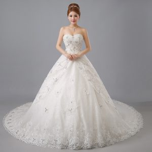 Dramatic White Ball Gowns Tulle Sweetheart Sleeveless Beading and Lace Lace Up Wedding Gowns Chapel Train