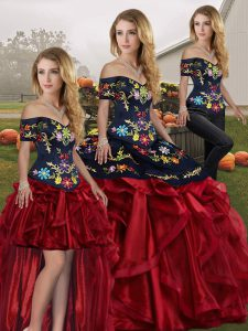 Latest Off The Shoulder Sleeveless Quince Ball Gowns Floor Length Embroidery and Ruffles Red And Black Organza