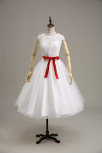 Attractive White Wedding Gown Wedding Party with Lace and Belt Scoop Short Sleeves Clasp Handle