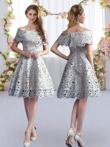 Luxurious Lace Wedding Party Dress Grey Zipper Short Sleeves Knee Length