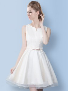 Scoop White Sleeveless Knee Length Bowknot Lace Up Bridesmaids Dress