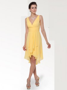 Decent Yellow Empire Chiffon V-neck Sleeveless Ruching Knee Length Zipper Homecoming Dress Online