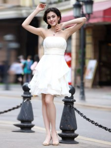 Glittering Beading Cocktail Dresses White Zipper Sleeveless Knee Length