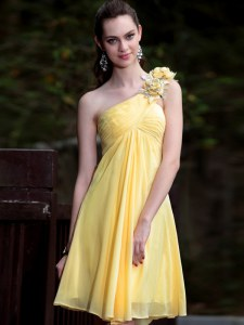 One Shoulder Yellow Empire Hand Made Flower Cocktail Dresses Zipper Satin Sleeveless Mini Length