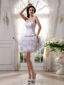 Admirable Organza Strapless Sleeveless Zipper Beading and Ruffles Cocktail Dresses in White
