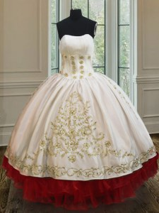 On Sale Ruffled Floor Length White and Red Vestidos de Quinceanera Strapless Sleeveless Lace Up