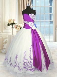 Modern White And Purple Organza Lace Up Sweetheart Sleeveless Floor Length Quinceanera Gowns Embroidery and Sashes ribbons