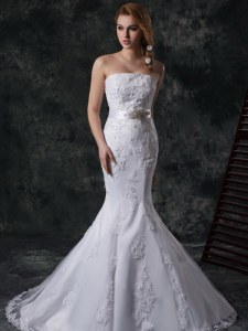 Simple Mermaid White Wedding Gowns Strapless Sleeveless Lace Up