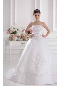 Elegant Sleeveless Embroidery Zipper Wedding Gowns with White Brush Train