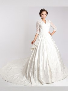 White Clasp Handle Wedding Gown Lace 3 4 Length Sleeve With Train Cathedral Train