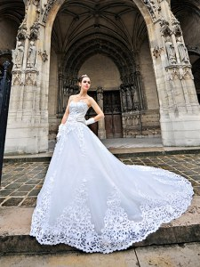 White A-line Sweetheart Sleeveless Tulle With Train Chapel Train Lace Up Beading and Appliques Wedding Dresses