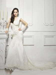 White Zipper Wedding Gowns Lace and Appliques Cap Sleeves With Train Court Train